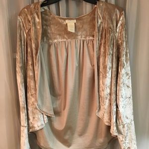 Tops - Beige velvet shrug